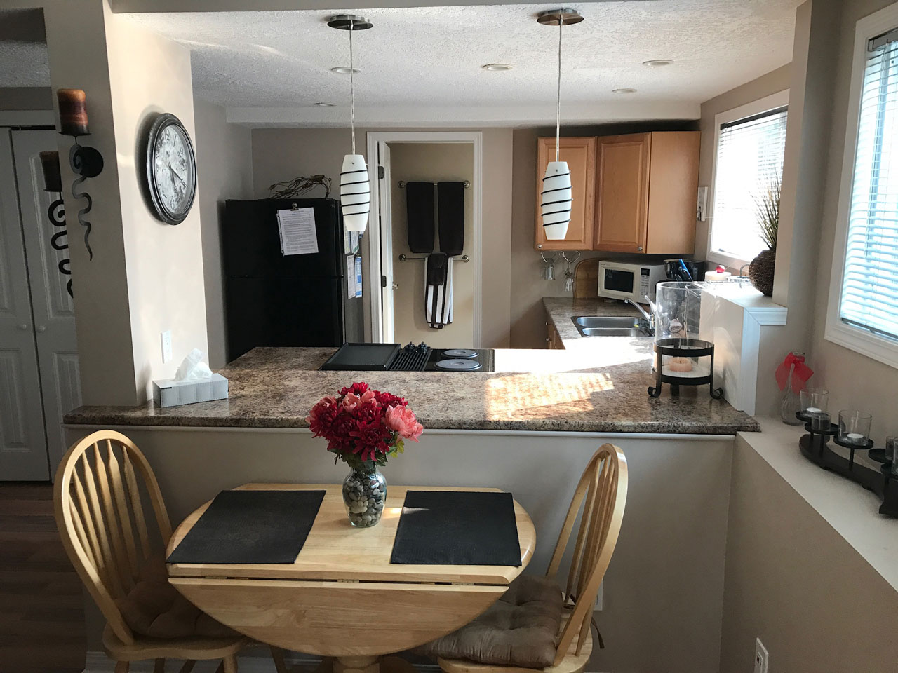 Studio suite kitchen and dining area with granite counter tops and beautifully decorated